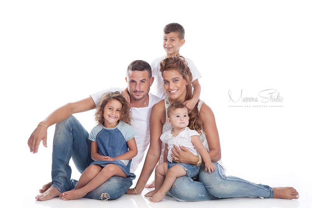 צילומי משפחה, בוק משפחה, צילום משפחה, צילום משפחתי, צילומי משפחה בטבע, צילומי משפחה בסטודיו, צילומי משפחה בים, צילום ילדים, צילום תינוקות, צילומי ילדים