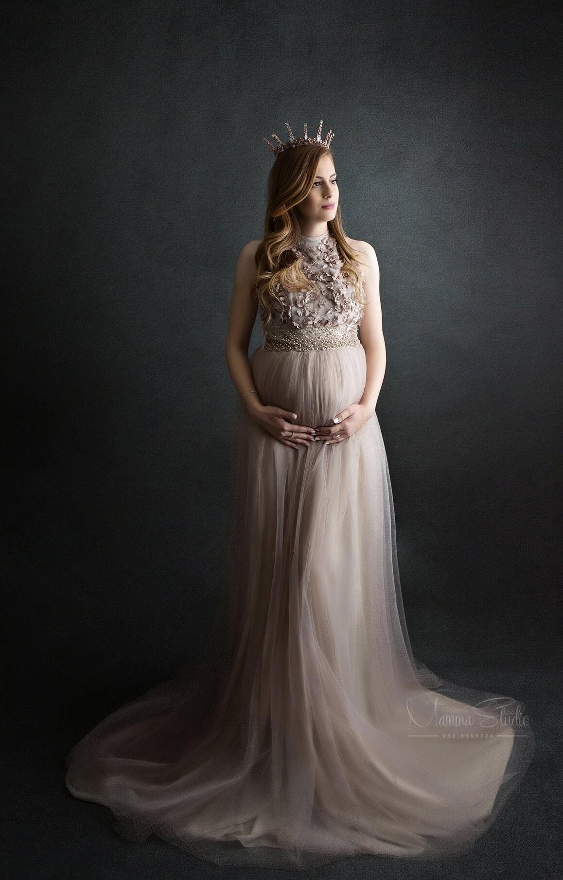צילום הריון בסטודיו